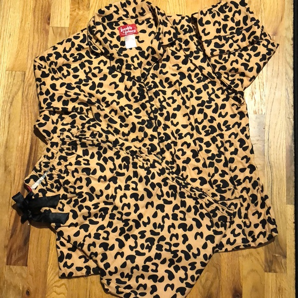 Frankie   Johnny Other - NWOT Frankie  Johnny animal leopard pajamas. 39d7ab418